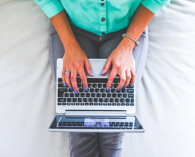 hands-woman-legs-laptop